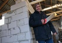 Евгений Романцов вместе с семьей переехал из Киргизии в Тамбовскую область в 2016 году. Несколько лет прожил в Жердевском районе, сейчас строит дом в поселке «Комсомолец» в Притамбовье и надеется осесть там уже насовсем.