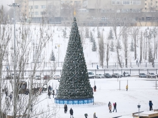 В Александровском саду в Волгограде устанавливают светодиодные свечи