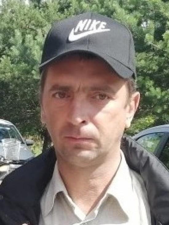 В Пскове ищут пропавшего мужчину в куртке с красными полосками