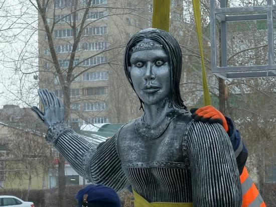 По мнению Сергея Акатова, героиня могла бы собрать центнеры клубники