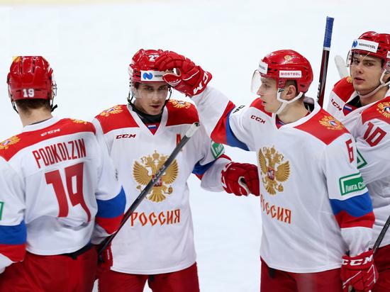 Наша молодежка может выиграть молодежный чемпионат мира в Канаде. Глядя на игру команды Ларионова, мы вспомним «Красную машину»