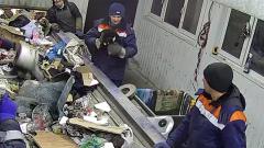В Ульяновске рабочие мусорозавода спасли кота в мешке