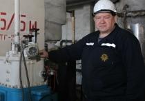 «Когда нас обучали, говорили: механик может сделать все - от ложки до космического корабля», - рассказывает мастер по ремонту турбинного оборудования котлотурбинного цеха Читинской ТЭЦ-2 Юрий Перевозин