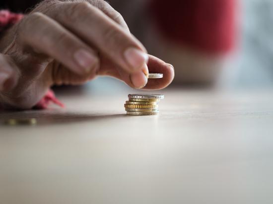 Бедняков и пенсионеров предложили освободить от НДС на продукты