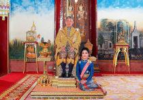 Враги фаворитки короля Таиланда отправили 1400 ее откровенных фотографий сексуального содержания активистам, выступающим против монархии после того, как попавшая в опалу женщина вернулась из тюрьмы и вновь оказалась в милости у суверена