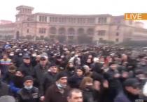В Ереване протестующие перекрыли две трассы