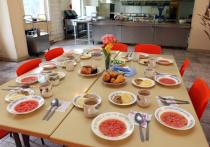 Лишь 40 процентов учеников из малообеспеченных и многодетных семей обедают в школьных столовых