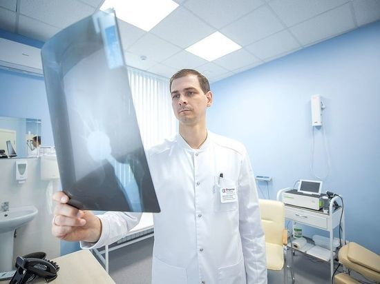Травматолог-ортопед описал типичный случай пожилой пациентки и посоветовал правильную схему
