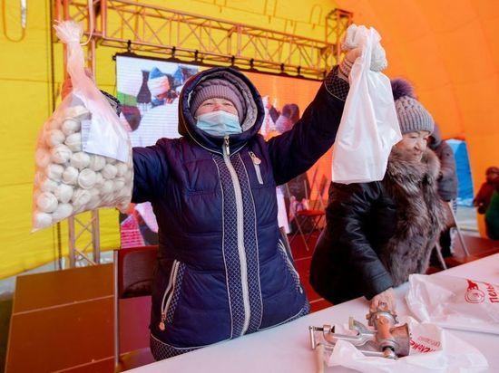 Южно-Сахалинск накормили пельменями