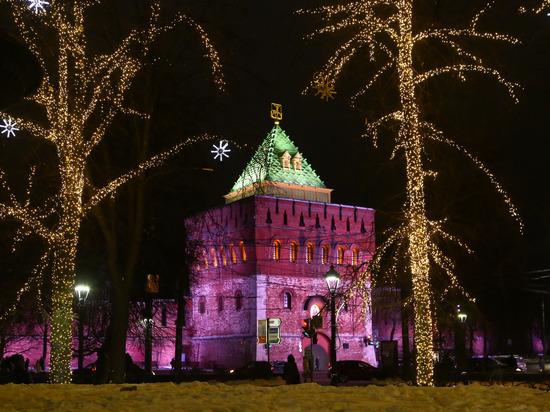 Центр Нижнего Новгорода украсили к новогодним праздникам
