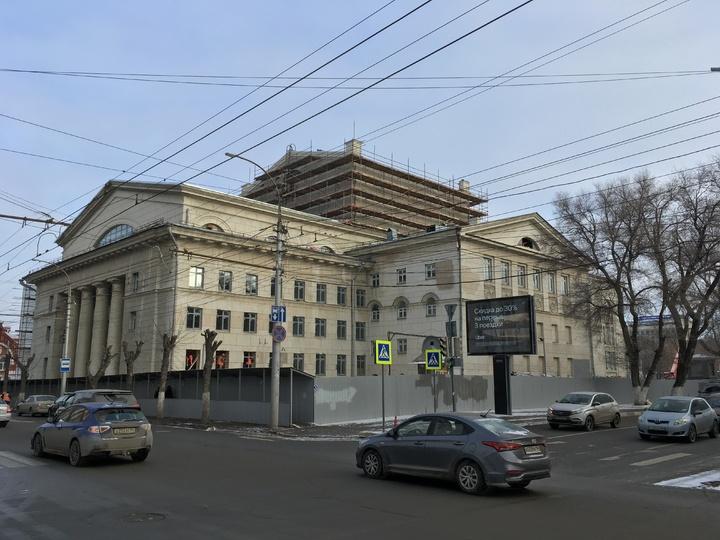 Новый вид театра оперы и балета озадачил саратовцев