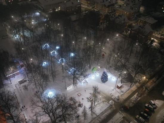 Кировский парк «Аполло» украсили к Новому году