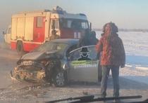 По имеющейся информации, один из автомобилей снесло в кювет