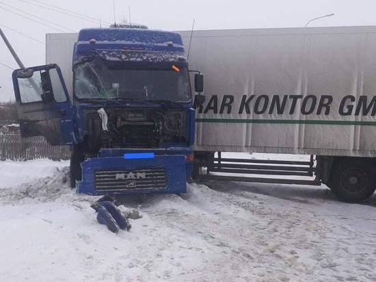 В Кировской области столкнулись автобус, грузовик и ВАЗ