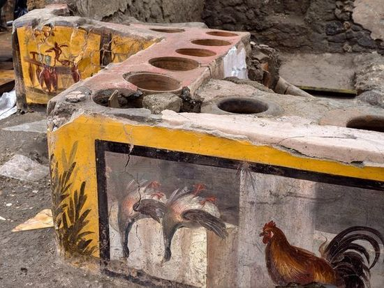 Политолог прокомментировала раскопанный в Помпеях фудкорт-термополий