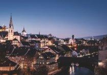 Две сотни помещенных на карантин из-за нового штамма коронавируса британских туристов сбежали на швейцарском горнолыжном курорте под покровом ночи