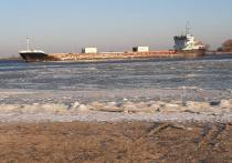 Еще 4 декабря на 159-м километре Волго-Каспийского морского судоходного канала в северной части Каспийского моря на мель сел груженый теплоход «Порт Оля-2»