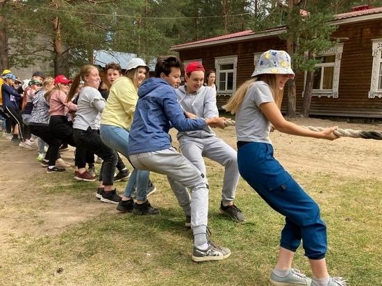 В центре отдыха в Стризнево проходили развлекательные мероприятия для детей и их родителей.