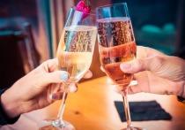 Високосный 2020 год был настолько суров, что многие готовы провести новогоднее застолье по сценарию «напиться и забыться»