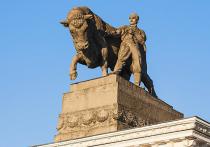 Наступающий Год Быка зовет в дорогу – колесить по родной Москве в поисках «виновников торжества»