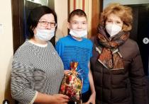 Надежда Гудкова подарила ноутбук мальчику из Ноябрьска