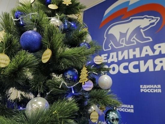 Волшебные елки с детскими желаниями находятся в отделениях партии «Единая Россия»