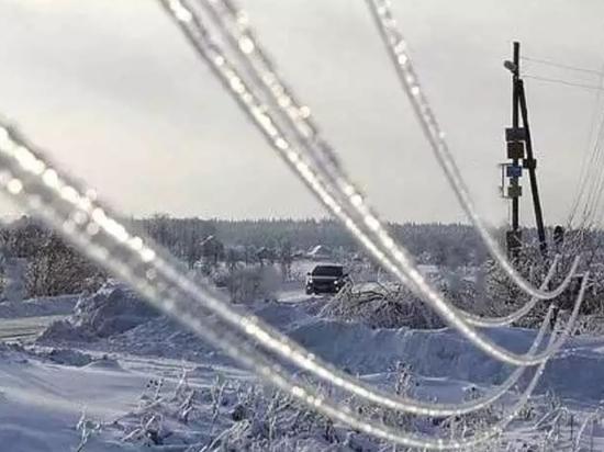 Новгородские энергетики  приехали в Псковскую область из-за ледяного дождя