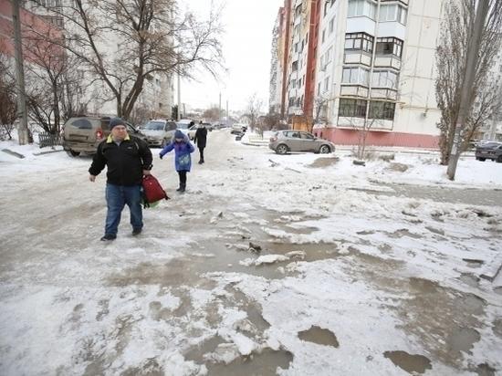 На улице 39-й Гвардейской Дивизии в Волгограде прорвало водопровод