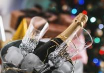Врачи рассказали, стоит ли больным COVID пить шампанское  в Новый год