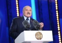 Президент Беларуси Александр Лукашенко в ходе общения с журналистами и сотрудниками Республиканского научно-практического центра детской онкологии, гематологии и иммунологии, рассказал, как собирается провести Новый год