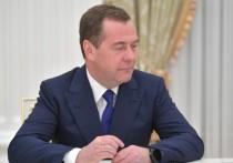 Медведев на видео поздравил россиян с наступающим: