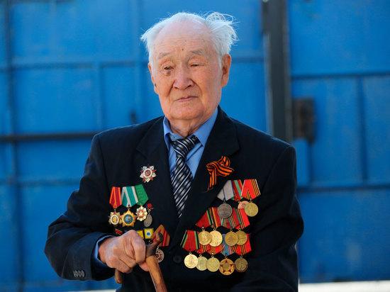 Народный писатель, почетный гражданин Элисты и Калмыкии Андрей Джимбиев свой 96-й день рождения встретил новой книгой «Гиигн биш хаалһар давшлав