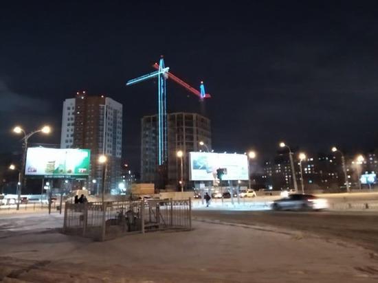 Строители «Арены-Омск» поздравили омичей праздничным триколором