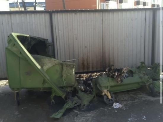 Сахалинцы отметили Новый год ритуальным сожжением мусорных баков