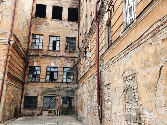 Здание летного училища в Оренбурге защищают другие города и знаменитости