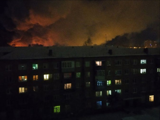 В Центральном округе Омска сгорел частный дом
