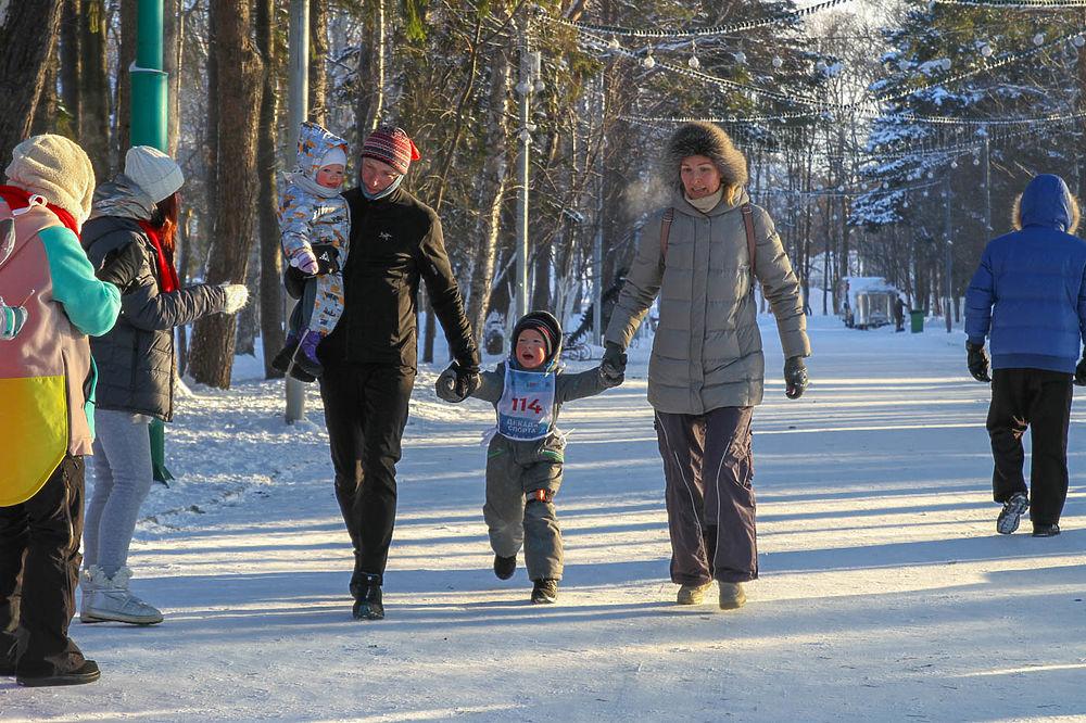 На Сахалине легкоатлеты 2 января вышли на морозную пробежку и зарядку