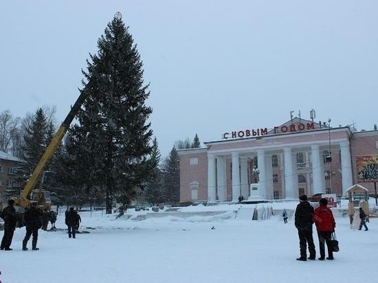 На Южном Урале загорелась ёлка на городской площади