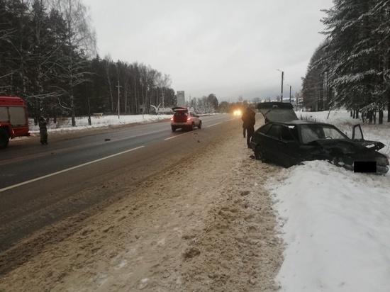 В Ивановской области столкнулись 2 машины, есть пострадавшие