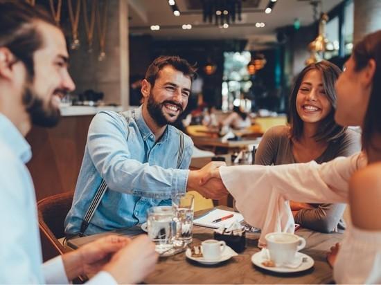 В Петербурге сняли запрет на работу кафе и ресторанов