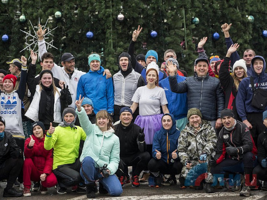 Жители Луганска в новогоднем забеге преодолели 16 км