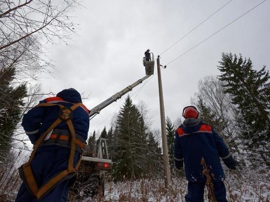В Тверской области устраняют последствия мощного снегопада