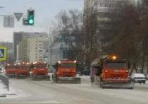Во время снегопада в Уфе расчищали улицы 250 спецмашин