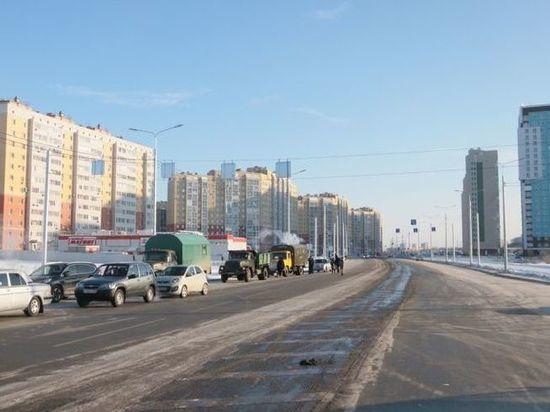 Мэрия Омска отчиталась об установке пластиковых окон в домах у новой дороги