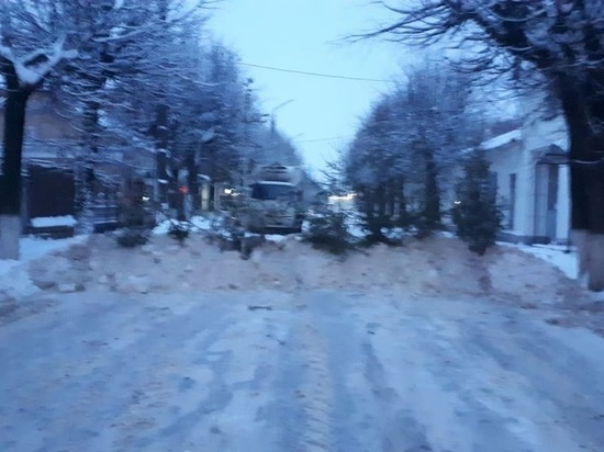 На улицах Шуи появились снежные баррикады