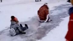 В Шуе Дед Мороз покатался с детьми с горки