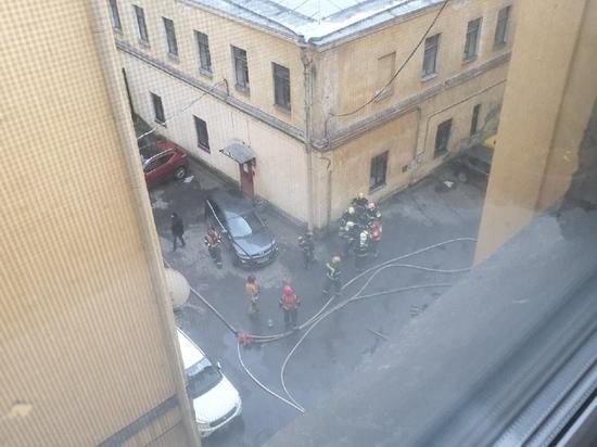 Пять человек пострадали при пожаре на Декабристов