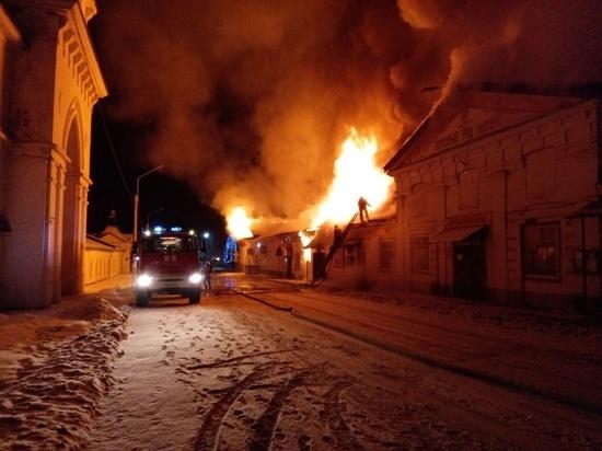 Во Мстере горело здание с торговыми павильонами