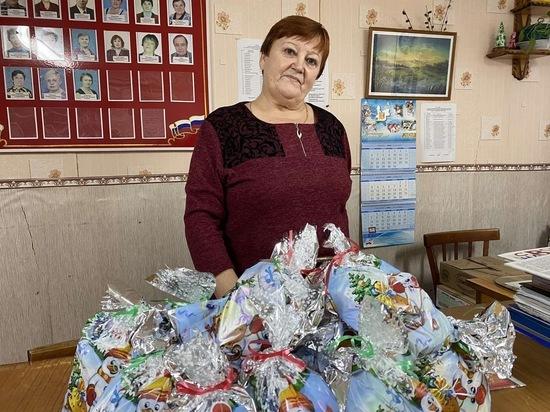 Олег Валенчук передал сладкие подарки обществу инвалидов Советска