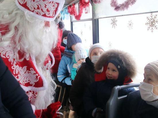 В канун Рождества по Чебоксарам будет курсировать бесплатный троллейбус с Дедом Морозом и Снегурочкой